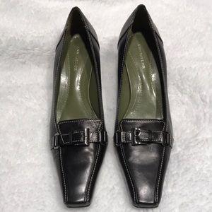 Ann Taylor Modern Buckle Vamp Pumps Size 8 M Black